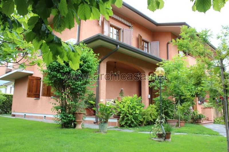 Villa in affitto a forte dei marni 084e for Piani portico di tre stagioni